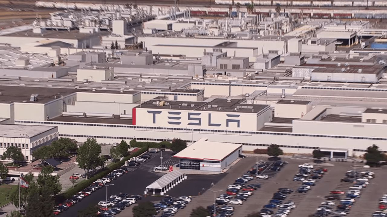 Elon Musk minaccia di portar via Tesla dalla California
