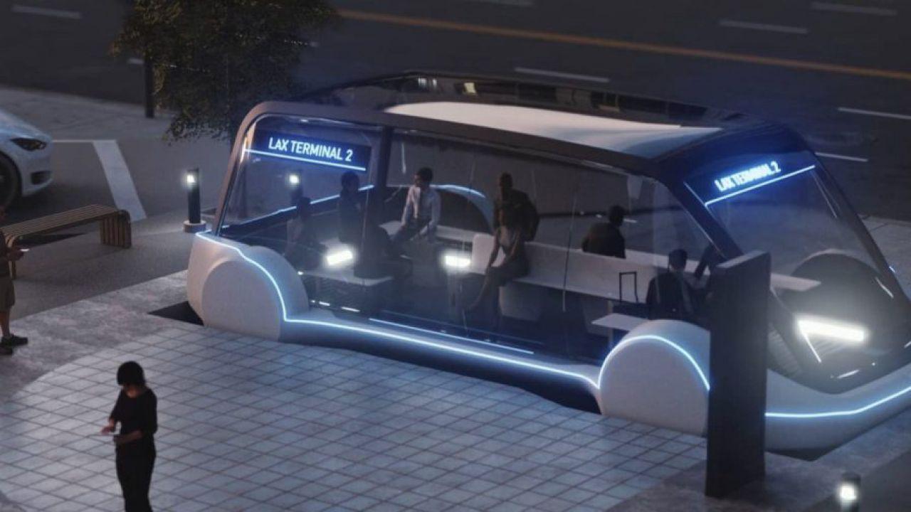 Elon Musk parla di bus elettrici Tesla ma poi rimuove il tweet