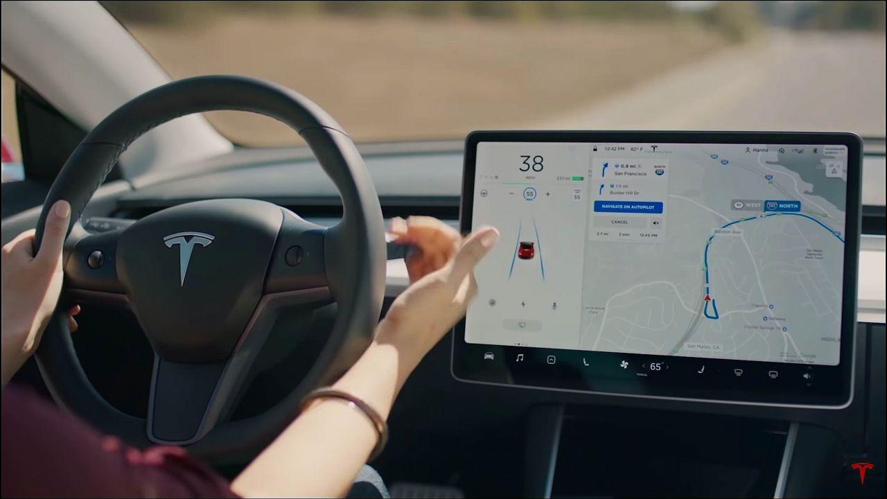 Elon Musk sta testando la guida autonoma di Tesla: 'Vado da casa al lavoro'