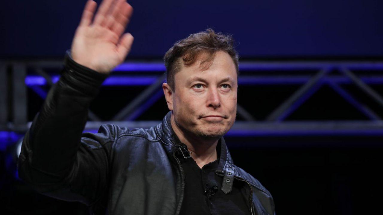 Elon Musk su Twitter: 'il prezzo delle azioni Tesla è troppo alto', il titolo perde il 10%