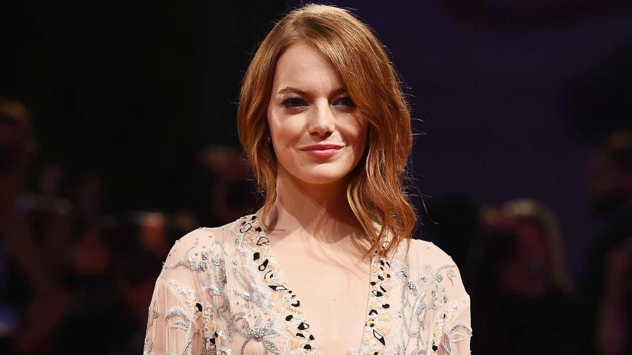 Emma Stone è una Barbara Gordon incredibile in questa stupenda fan-art di Batgirl