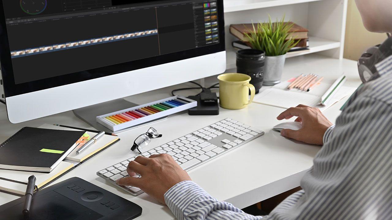 Everyeye.it cerca un grafico per la creazione di banner, copertine e loghi
