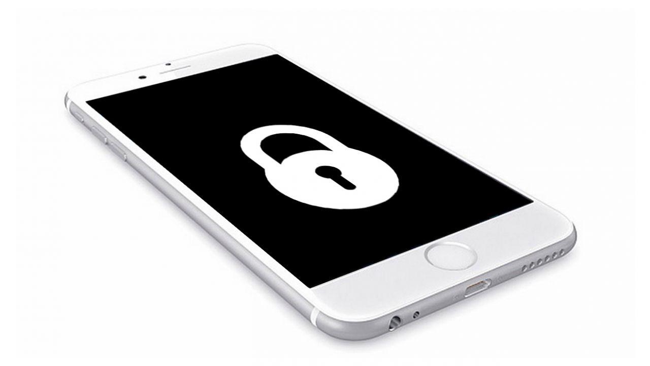 FBI, schiaffo ad Apple: sbloccato l'iPhone del killer di Pensacola