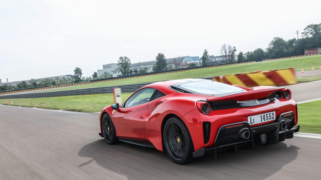 Ferrari: la prima ibrida sarà presentata entro fine maggio