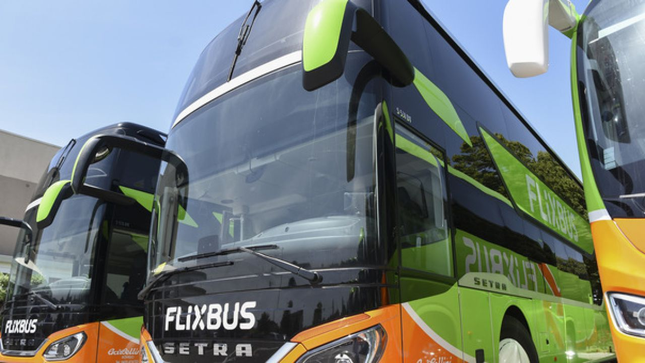 Flixbus avvia i test per i pannelli solari sugli autobus