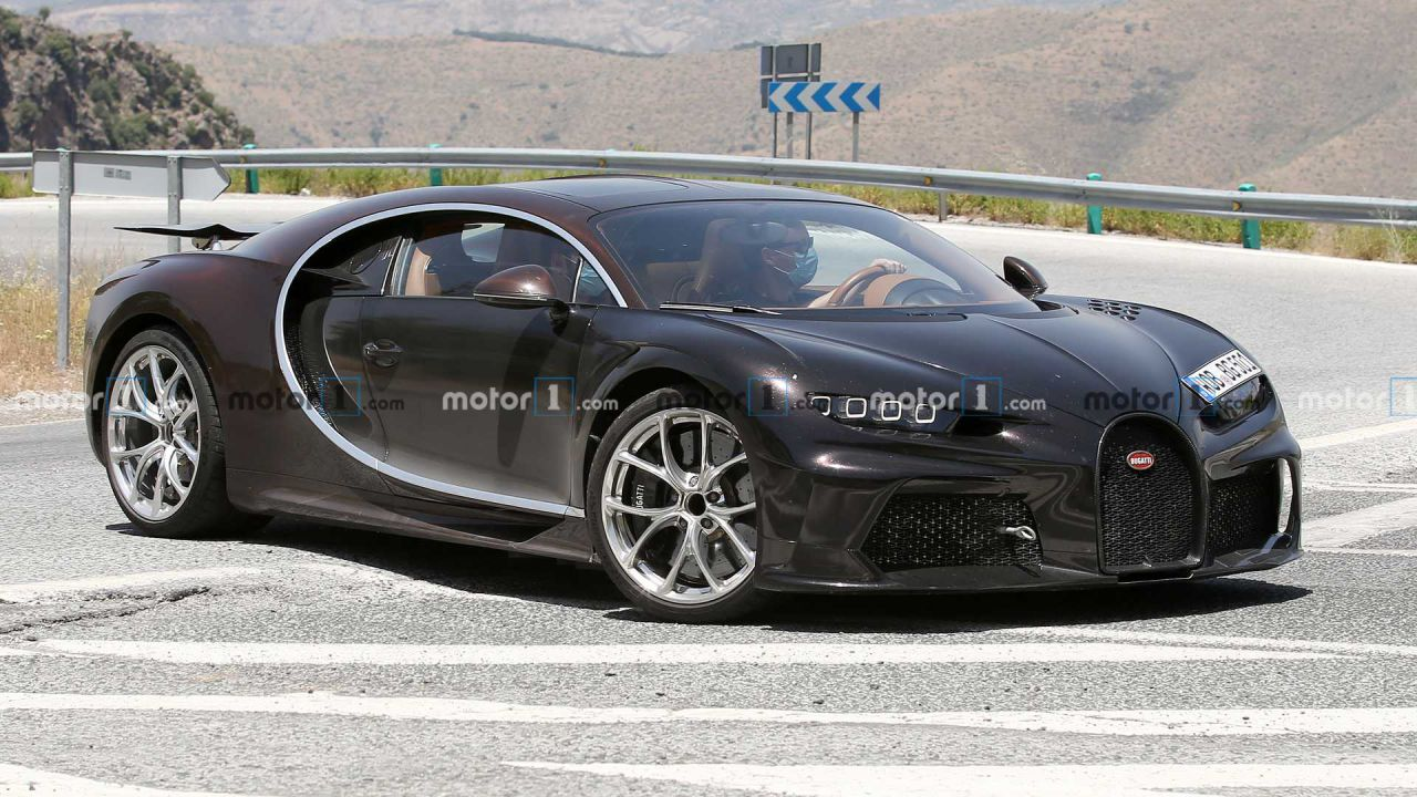 Foto spia di un'insolita Bugatti Chiron: nuova versione in arrivo?