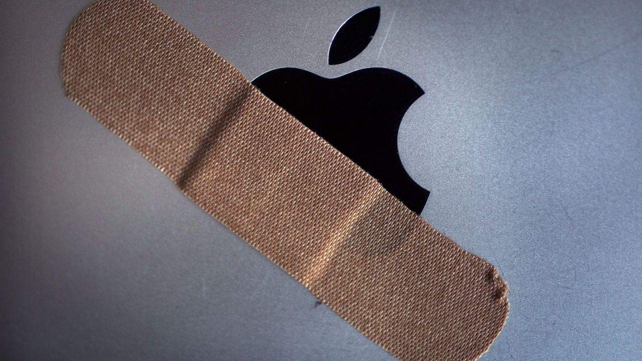 Distrugge decine di iPhone all'Apple store per un rimborso negato