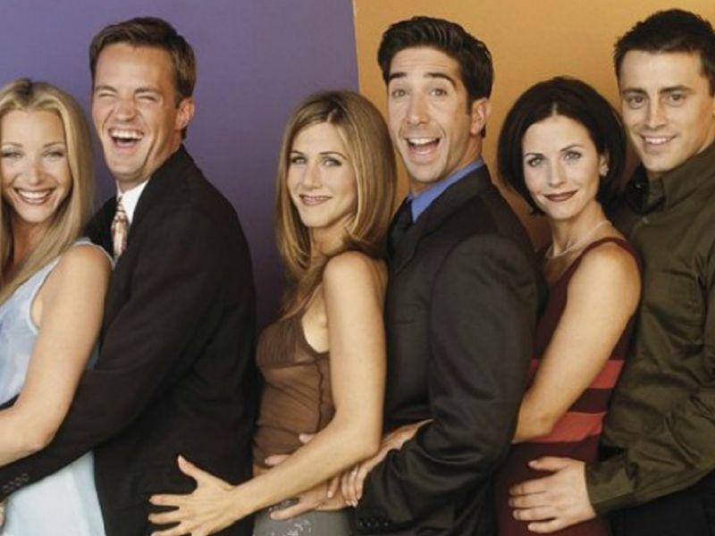 Friends: Jennifer Aniston, Lisa Kudrow e Courtney Cox insieme per la premiazione agli Emmy