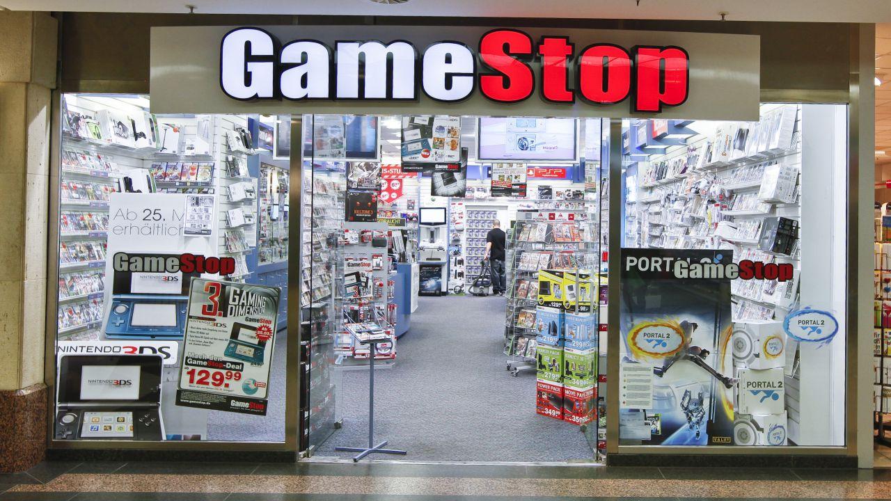 Gamestop: vendite in rialzo per i titoli Xbox One e PlayStation 4