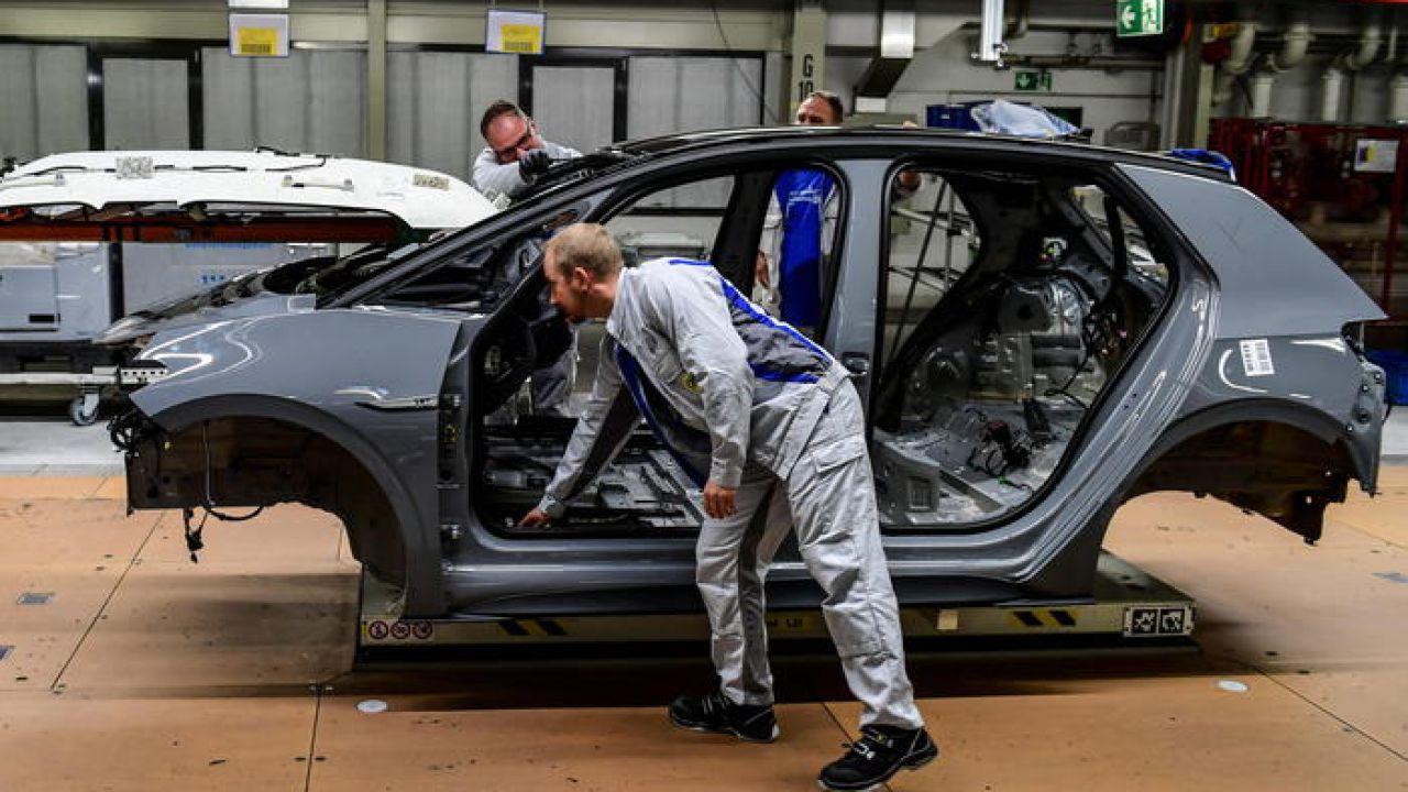 Germania: il settore delle auto chiede aiuto allo Stato per il passaggio all'elettrico