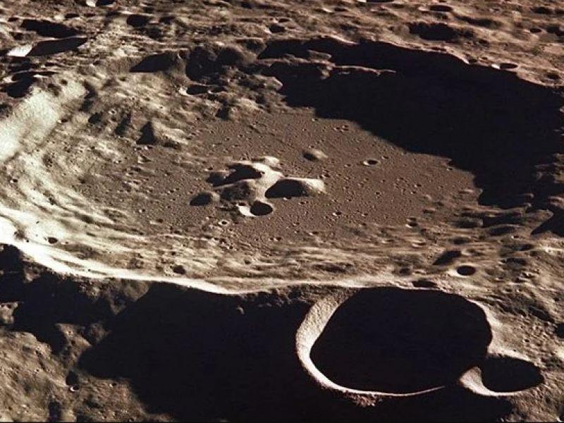 Gli impatti meteoritici sulla Luna potrebbero aver creato parte della sua superficie