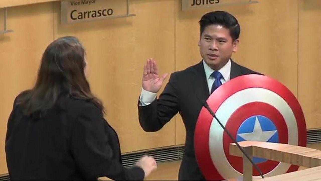 Gli Stati Uniti e i giuramenti, quando un consigliere giurò sullo scudo di Captain America