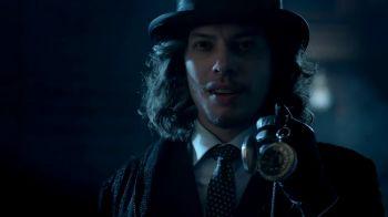 Gotham 3: il Cappellaio Matto arriva in città con 'Look Into My Eyes'