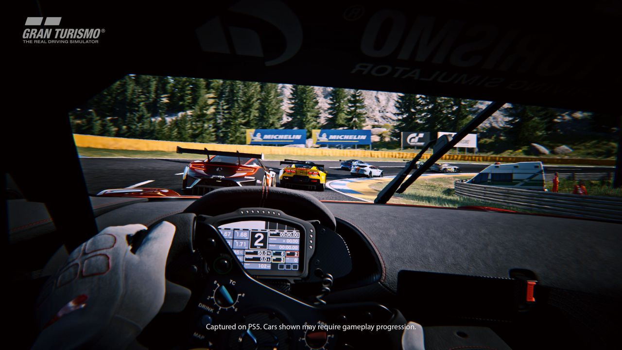 Gran Turismo 7: i bolidi del racing nextgen sfrecciano nello spot PS5