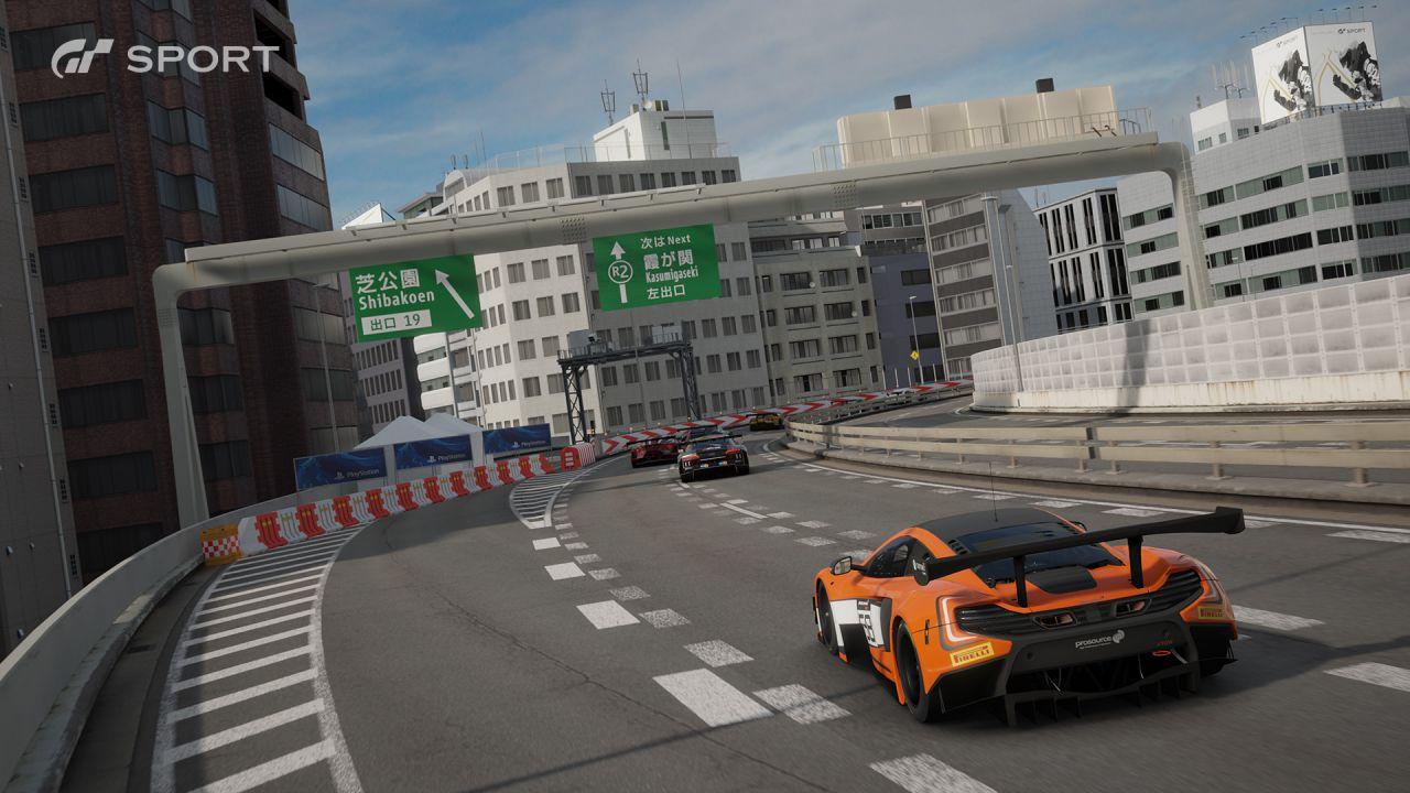 Gran Turismo Sport : 10 minuti di gameplay nella pista Tokyo Expressway
