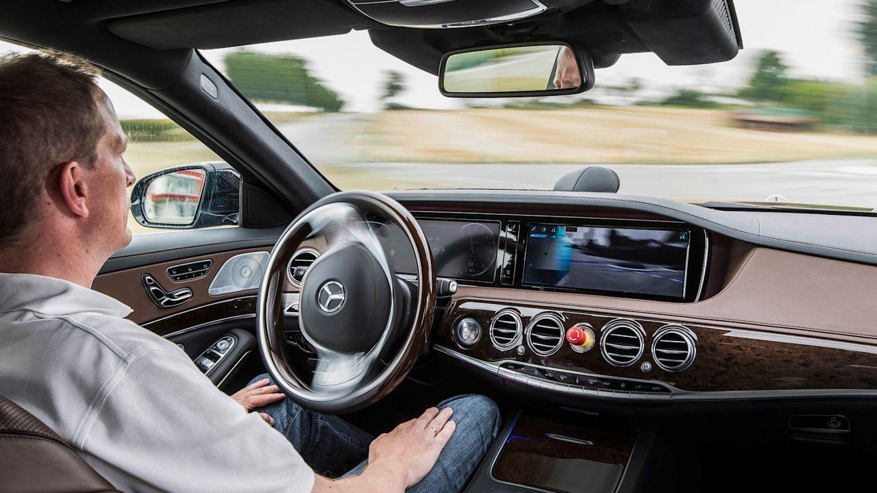 Guida autonoma, il sì dell'Europa: in arrivo norme e investimenti