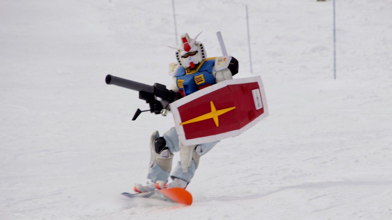 Gundam: il Mobile Suit slitta sullo snowboard, ecco l'incredibile cosplay