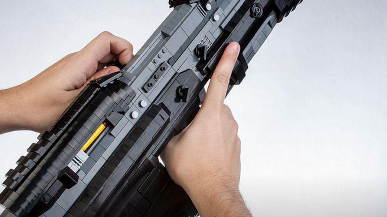Halo 5 Guardians: replica del fucile d'assalto MA5D realizzata con i mattoncini LEGO