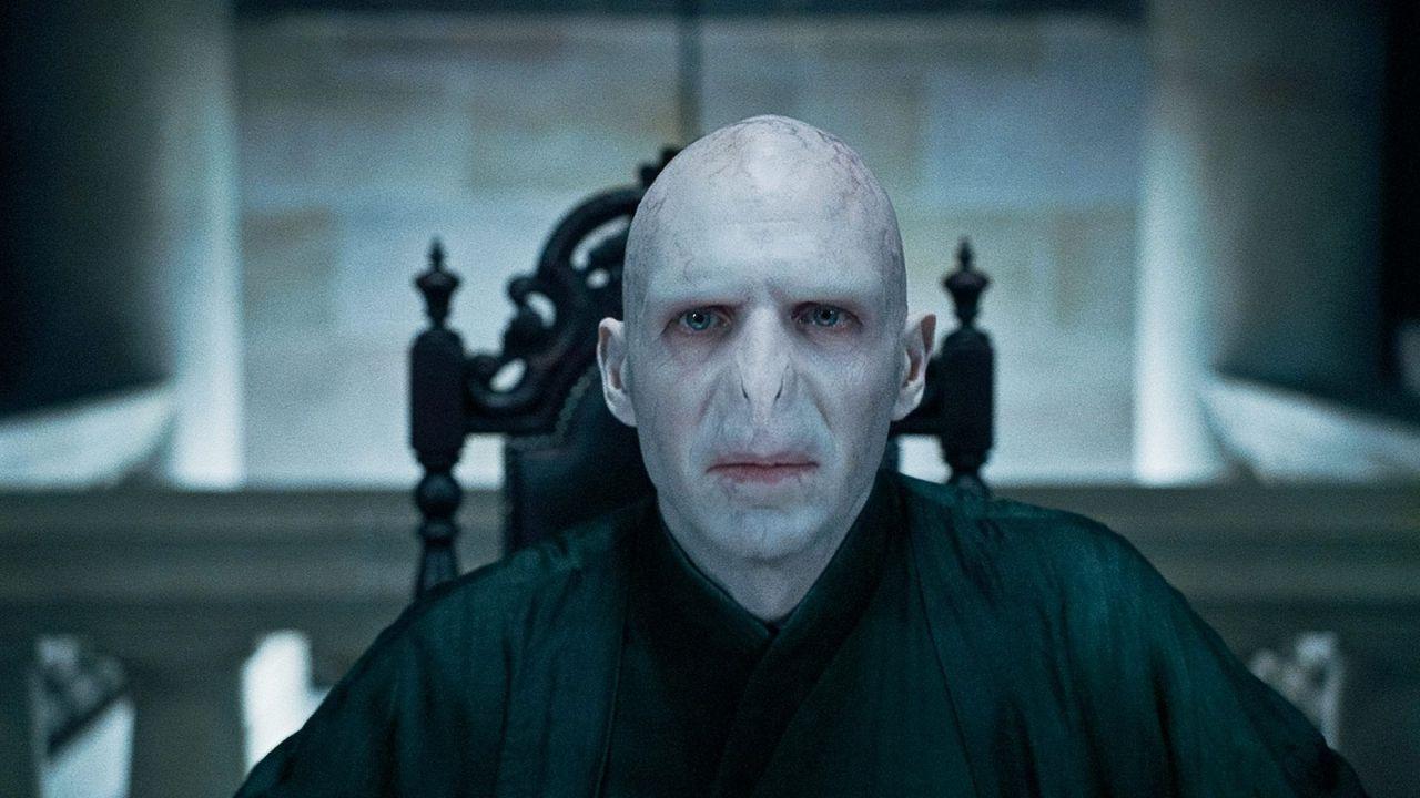Harry Potter, Ralph Fiennes difende J.K. Rowling: 'Inquietante l'odio verso di lei'