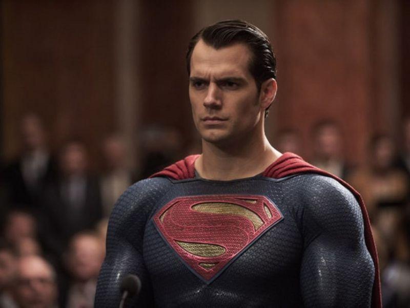 Henry Cavill era già Superman: eccolo nella foto da bambino con la madre