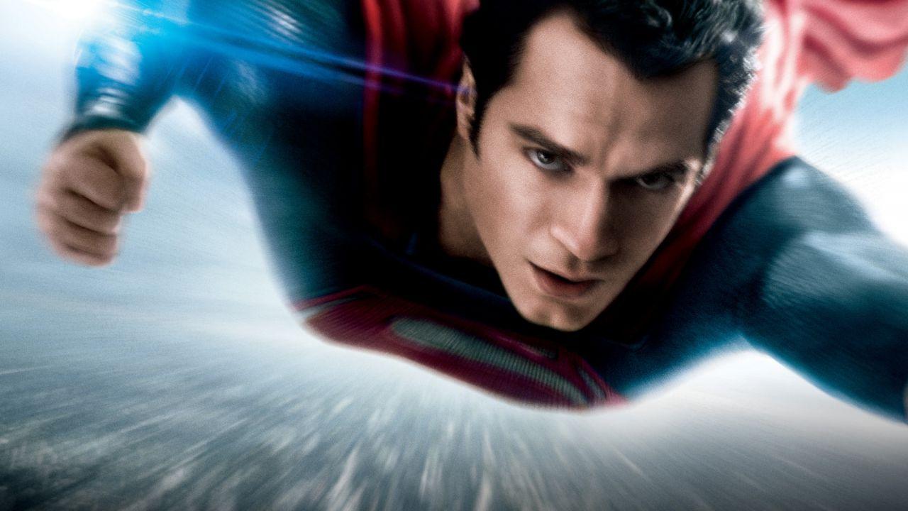 Henry Cavill tornerà nei panni di Superman: la star in trattative, tutti i dettagli