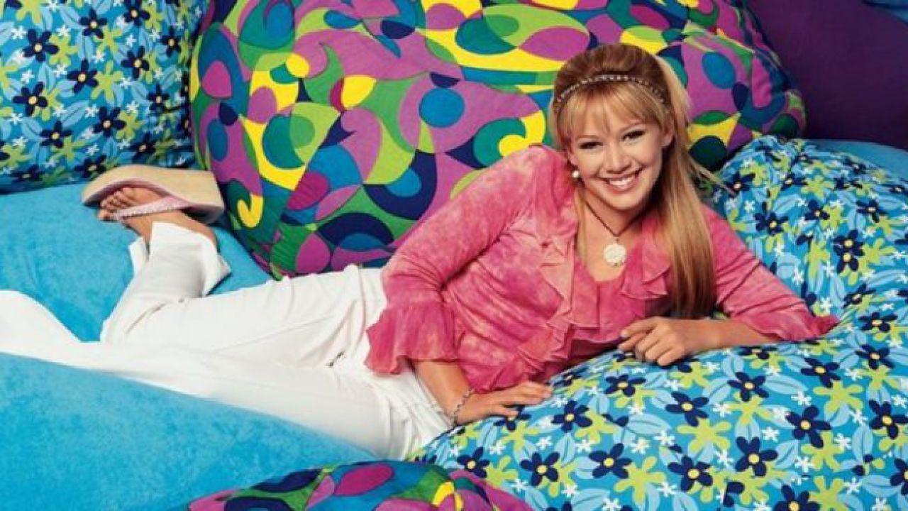 Hilary Duff è di nuovo Lizzie McGuire nella prima foto ufficiale del revival