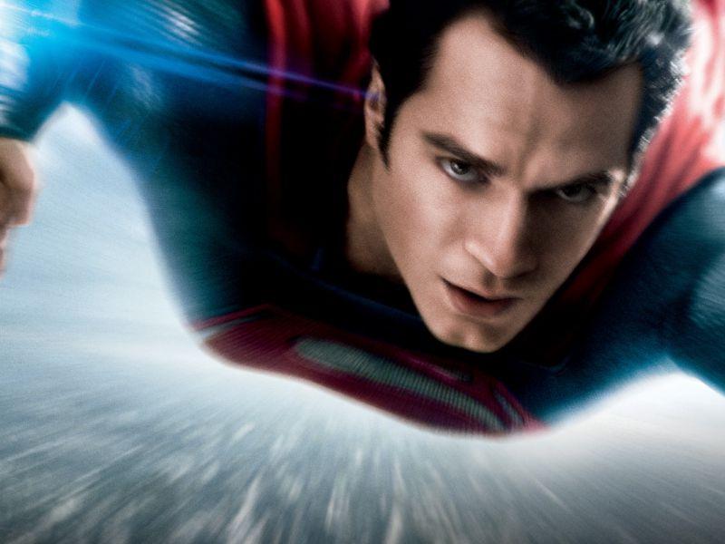 Hnery Cavill tornerà nei panni di Superman: la star in trattative, tutti i dettagli