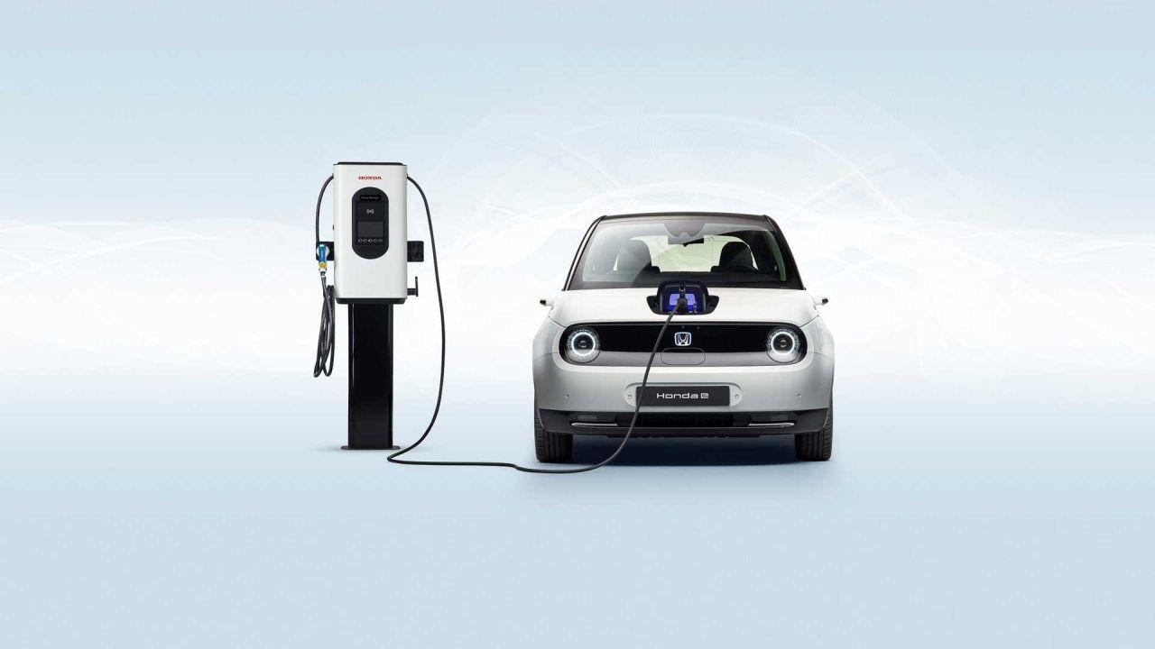 Honda punta sulle auto ibride: 'Chi vuole davvero un'auto al 100% elettrica?'