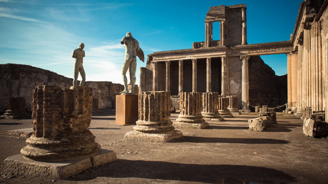 I ladri di Pompei hanno restituito cimeli rubati che gli avrebbero causato il 'malocchio'