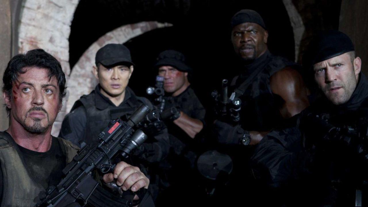 I Mercenari, curiosità: denti rotti a Sylvester Stallone, Steven Seagal e accuse di plagio