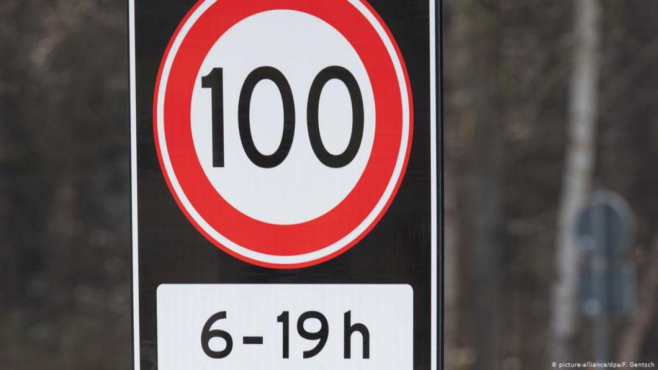 I Paesi Bassi hanno deciso: limite massimo per le auto a 100 km/h