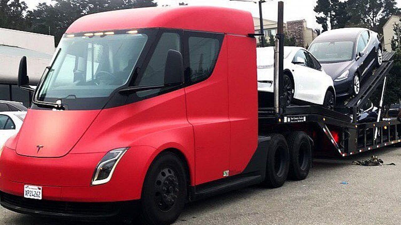 I Tesla Semi sono già al lavoro: ecco un esemplare in strada