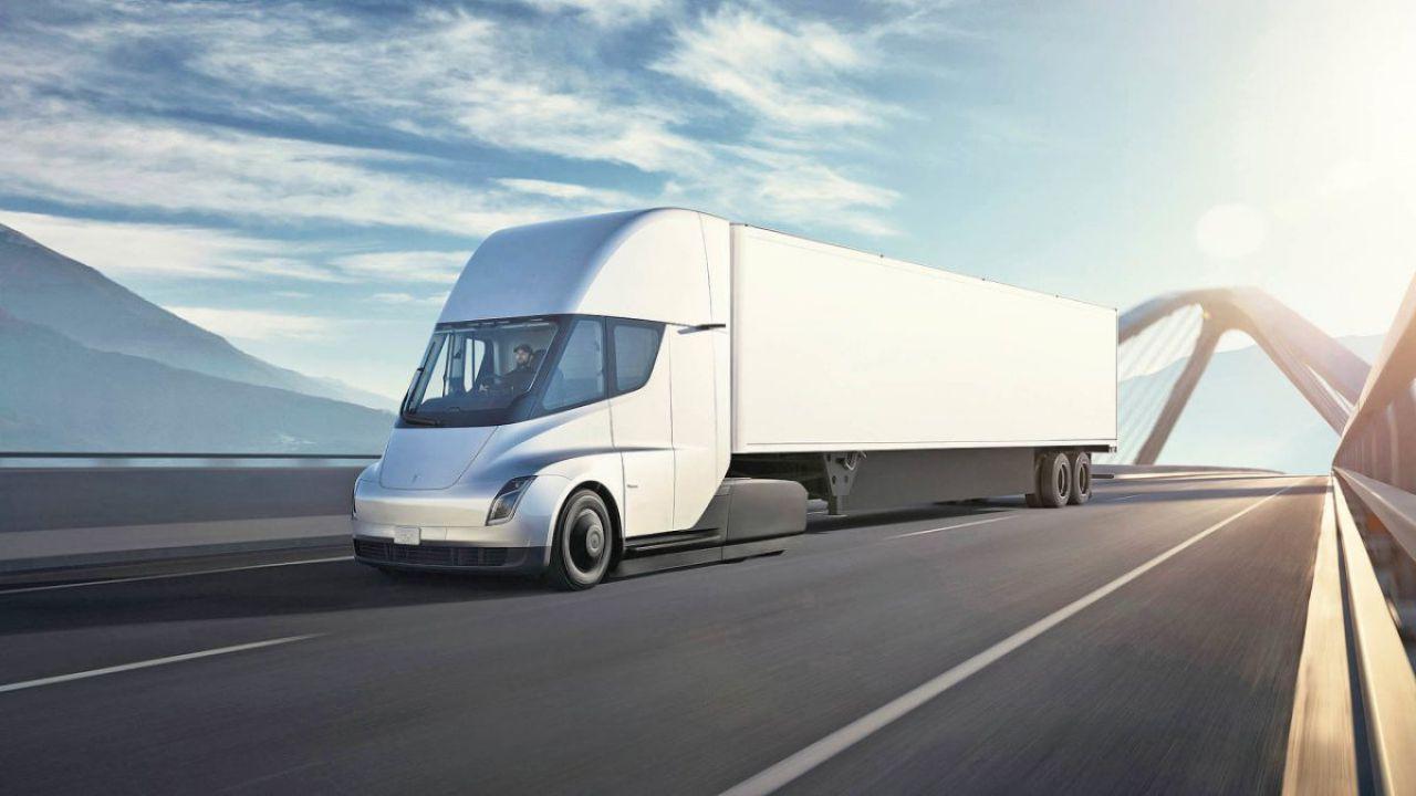 I Tesla Semi faranno uso di potentissimi caricatori appositi: i Megacharger