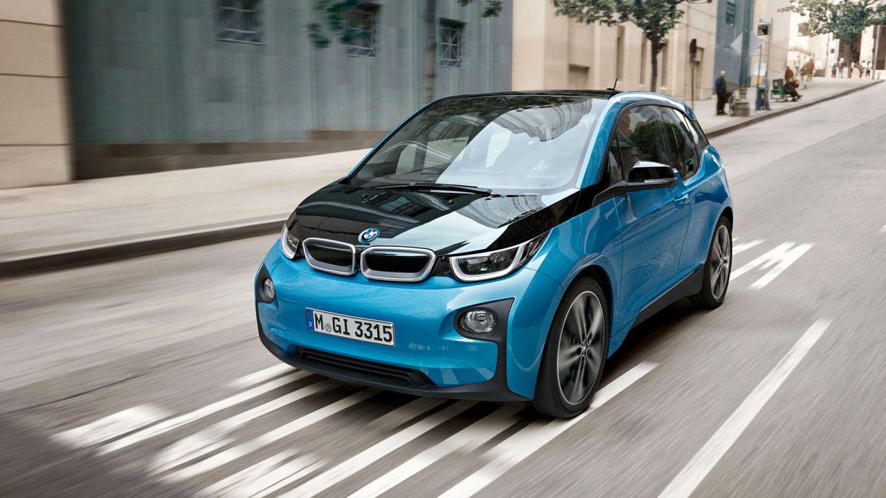 Il capo della ricerca di BMW considera irrazionale la corsa all'elettrico