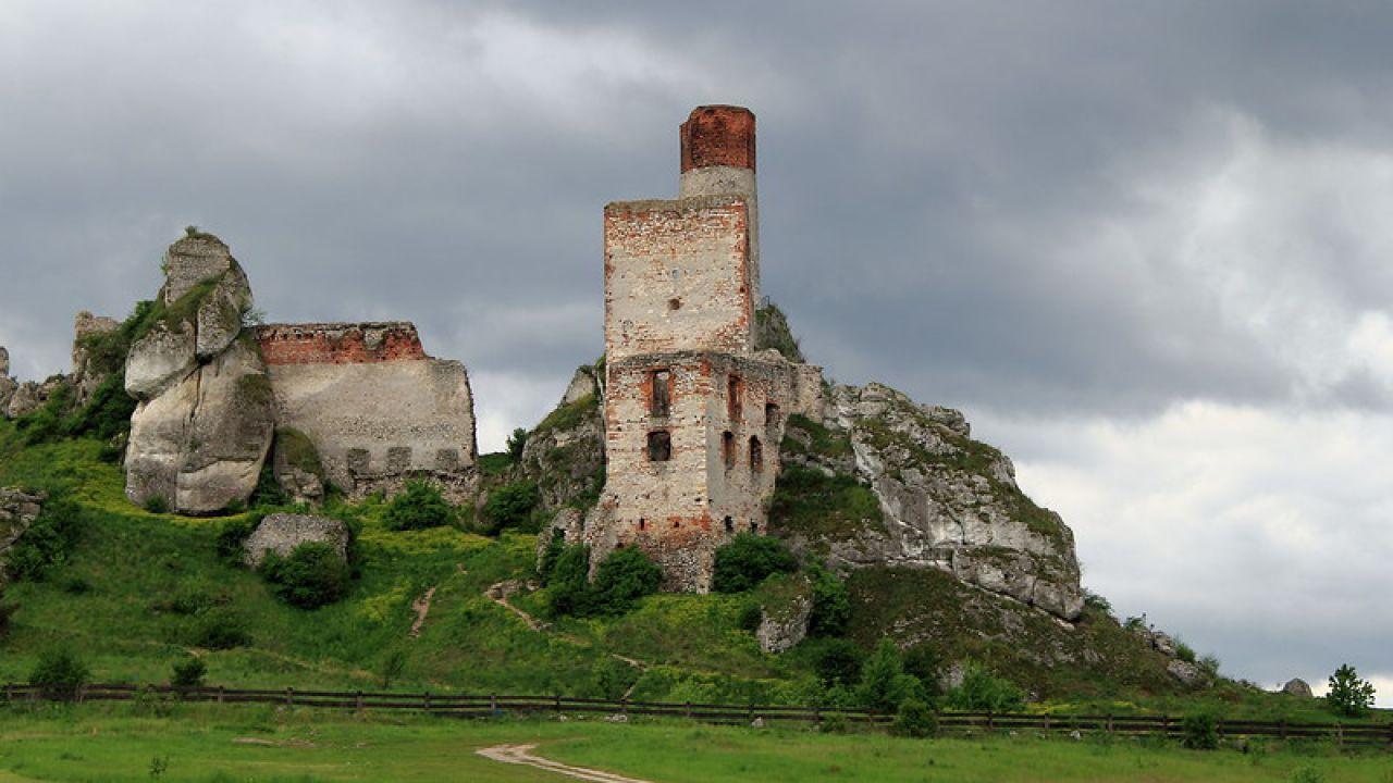 Il castello di Olsztyn in Polonia nasconde un complesso sistema di grotte sotterranee