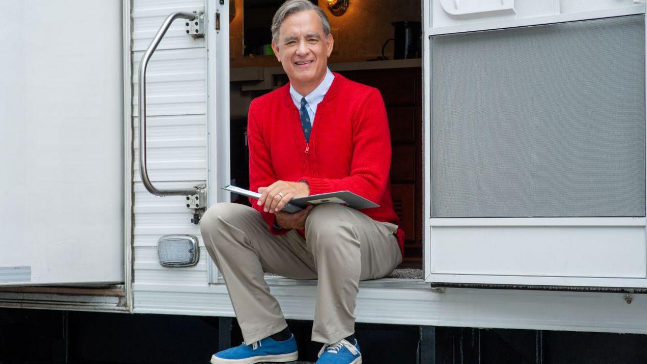 Il titolo del film su Mr. Roger con Tom Hanks è A Beautiful Day in the Neighborhood