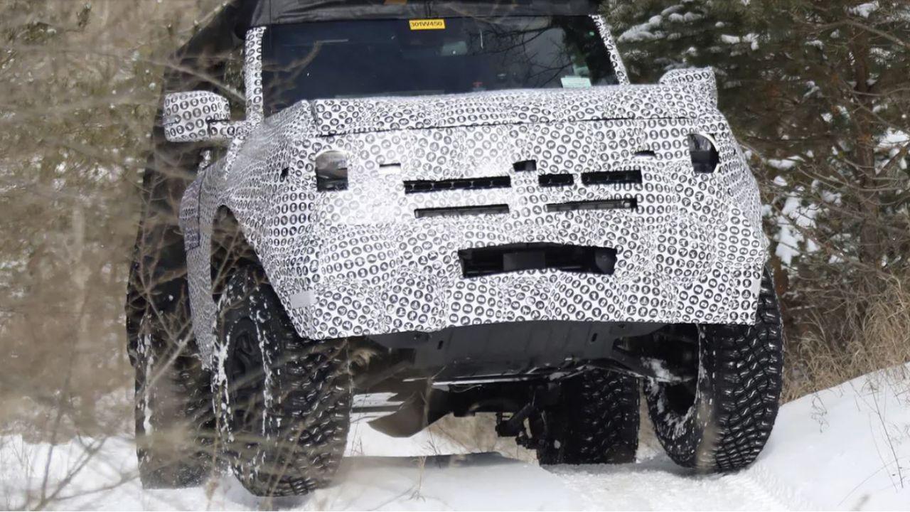 Il Ford Bronco Baby sfreccia sulla neve in alcune nuove foto