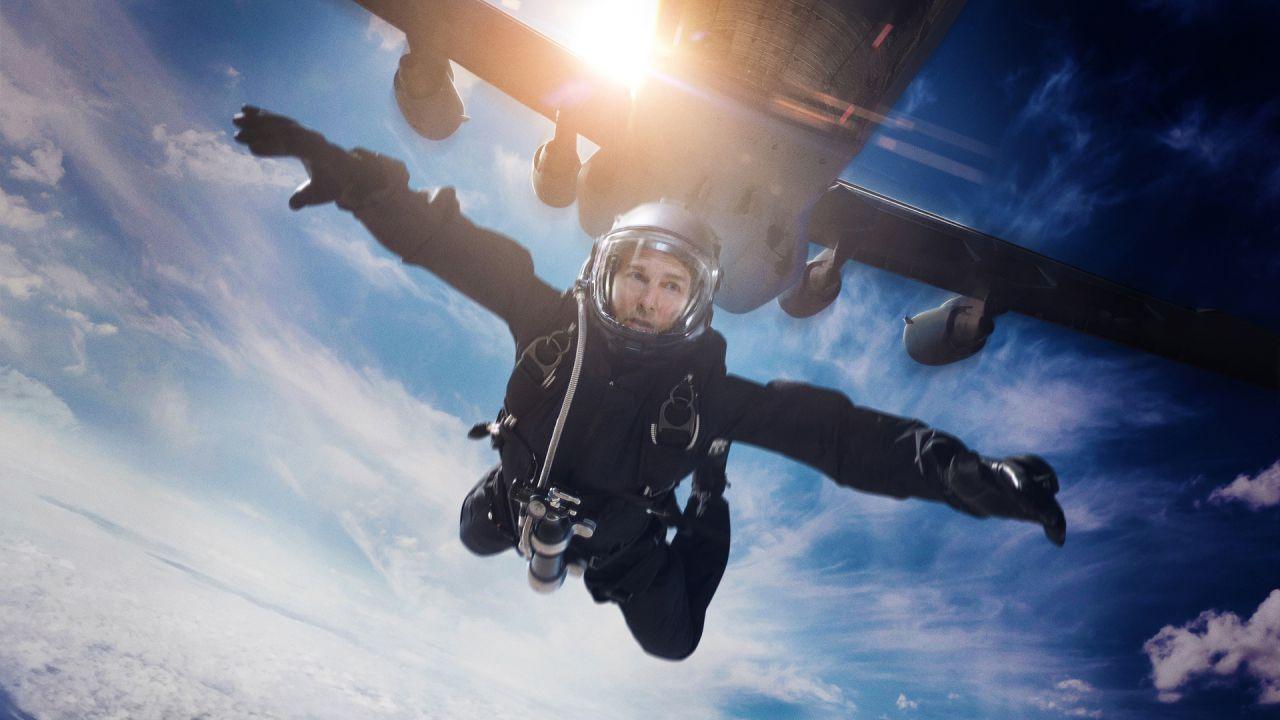 Il lancio di Tom Cruise nello spettacolare dietro le quinte di Mission Impossibile Fallout