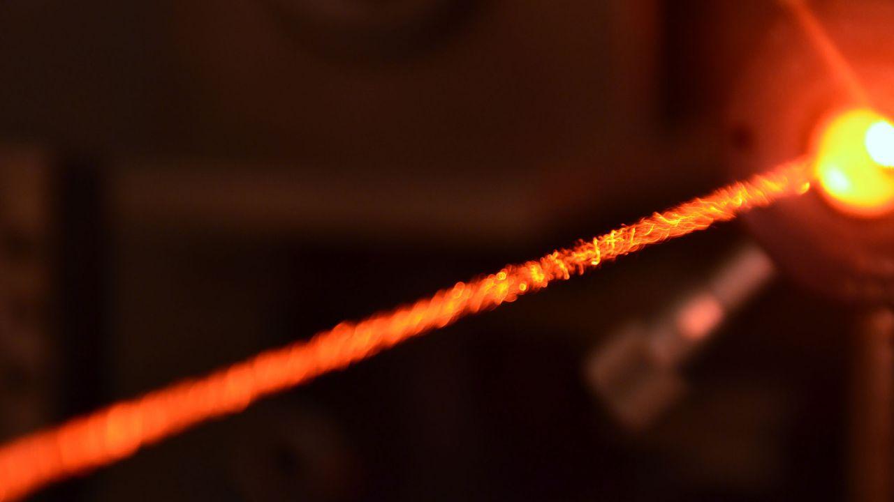 Il laser più forte al mondo di 10 petawatt può vaporizzare perfino la materia