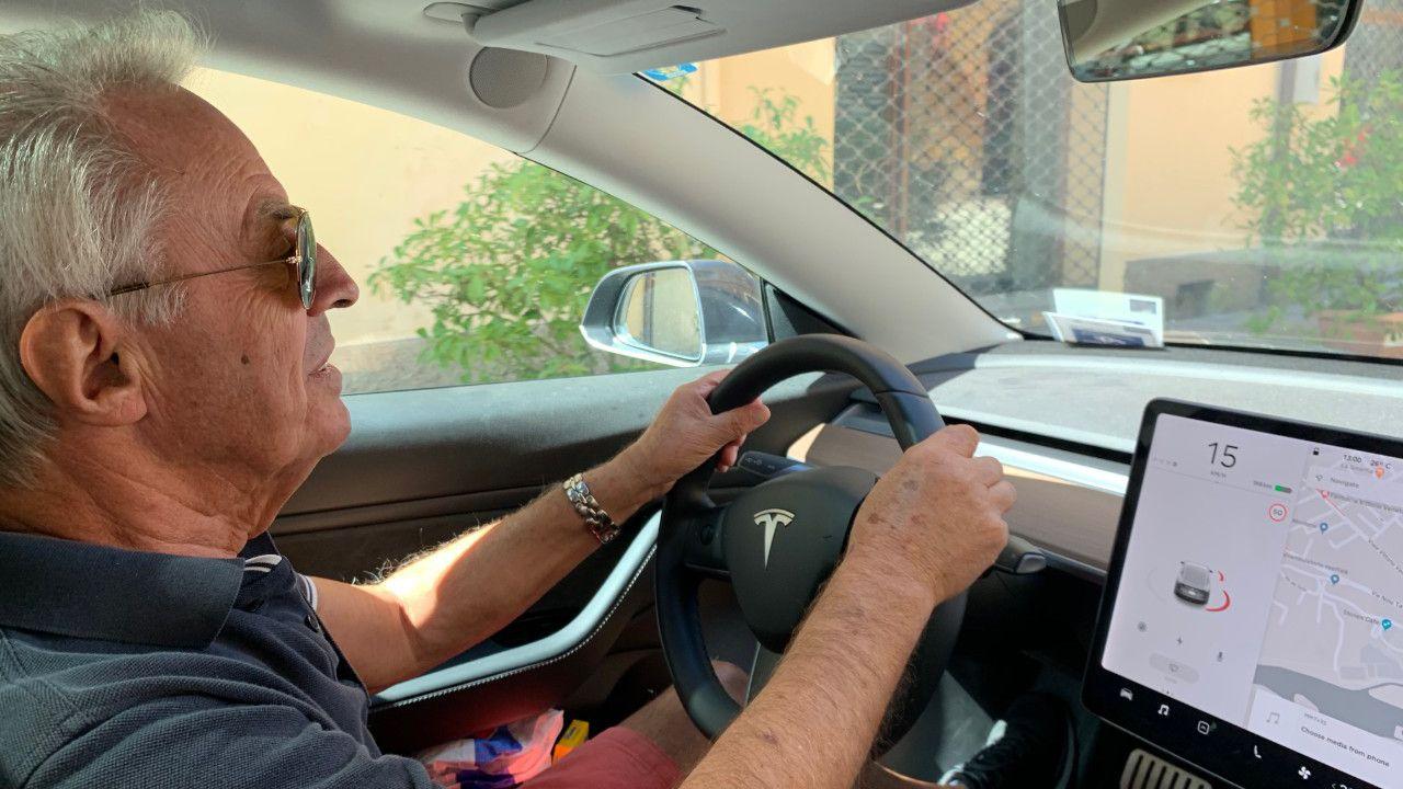 Il leggendario Dario Benuzzi di Ferrari ha apprezzato la Tesla Model 3