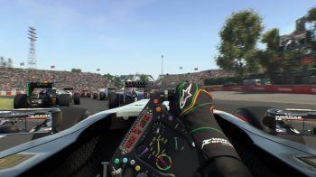 Il pilota Sergio Perez testa le sue capacità su F1 2015