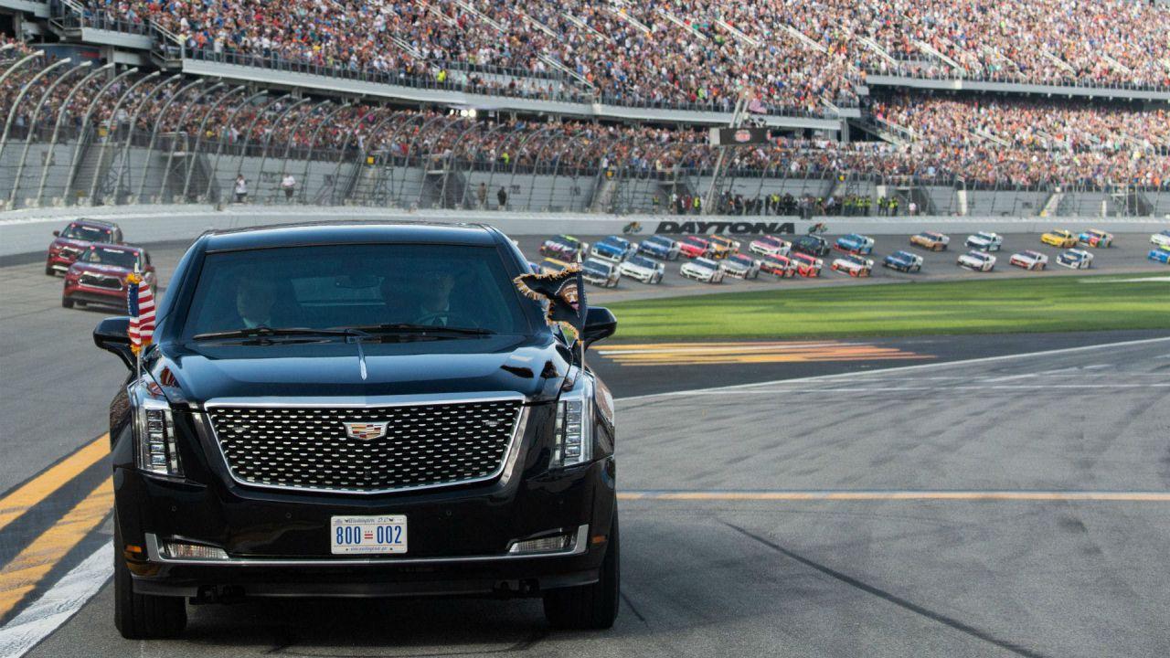 Il Presidente Donald Trump alla Daytona 500 con la Cadillac One