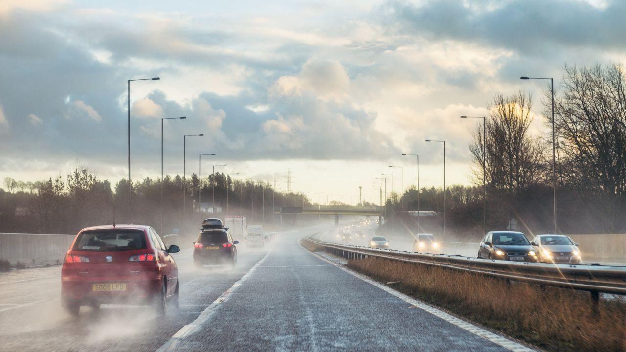Il Regno Unito abbassa i limiti di velocità in autostrada per ridurre l'inquinamento