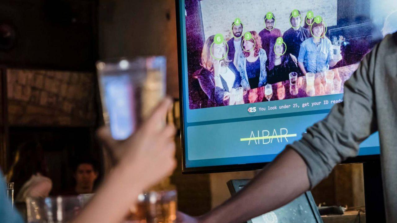Il riconoscimento facciale per ridurre l'attesa al bancone nei bar, succede in Inghilterra