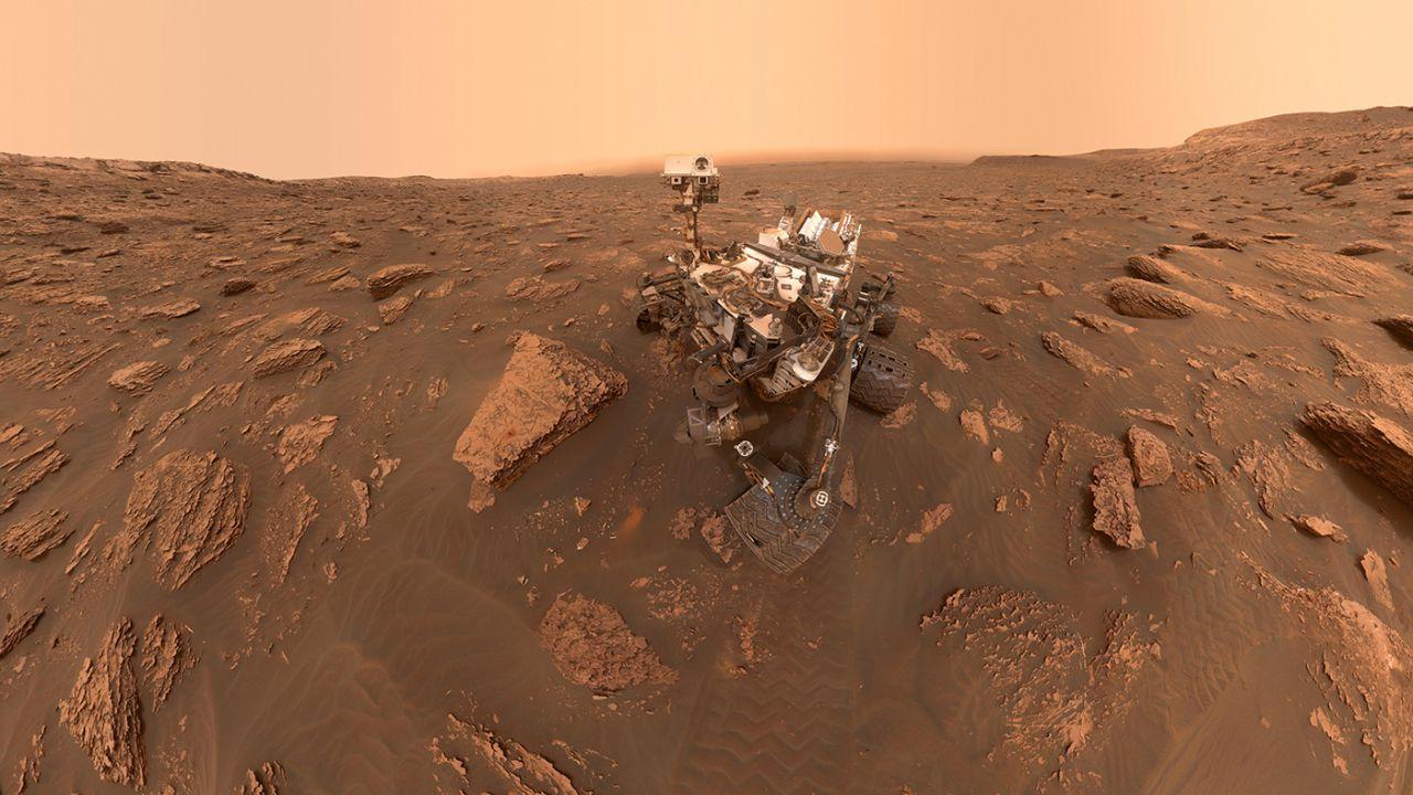 Il rover Curiosity riprende il cammino sulla superficie marziana