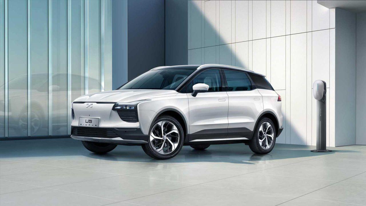 Il SUV elettrico cinese Aiways U5 arriva in Europa e sfida Tesla, Audi e Mercedes