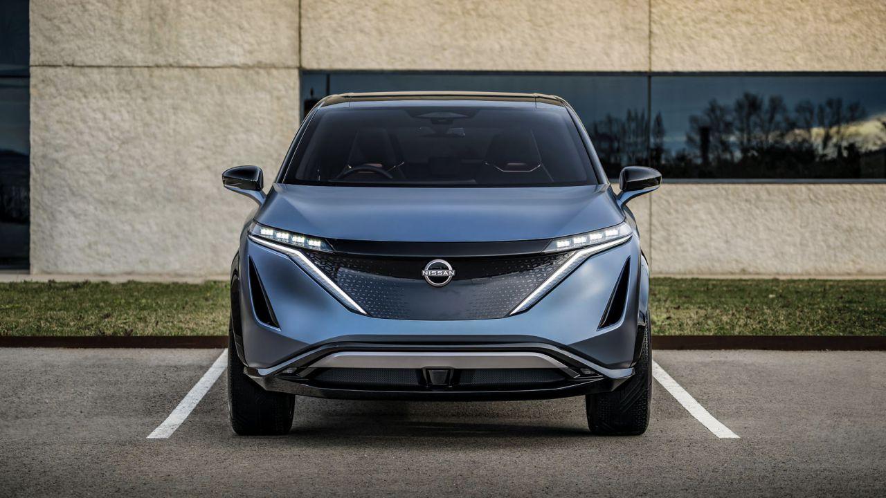 Il SUV elettrico Nissan Ariya con tecnologia e-4ORCE nelle foto ufficiali