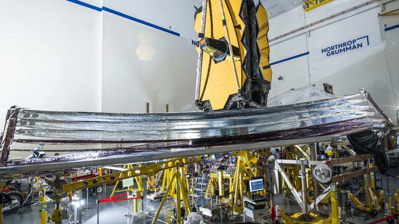 Il telescopio spaziale James Webb apre il suo imponente parasole in un test cruciale