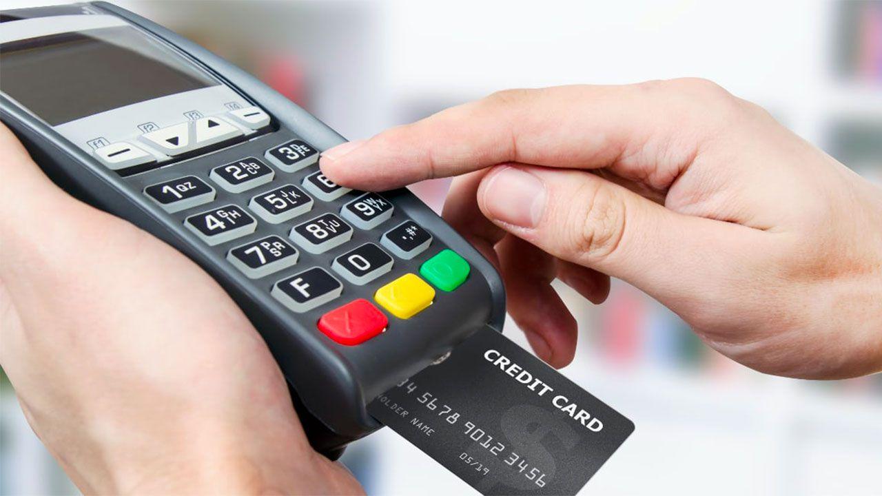 In arrivo il cashback di Stato: bonus e sconti per chi paga con la carta al pos