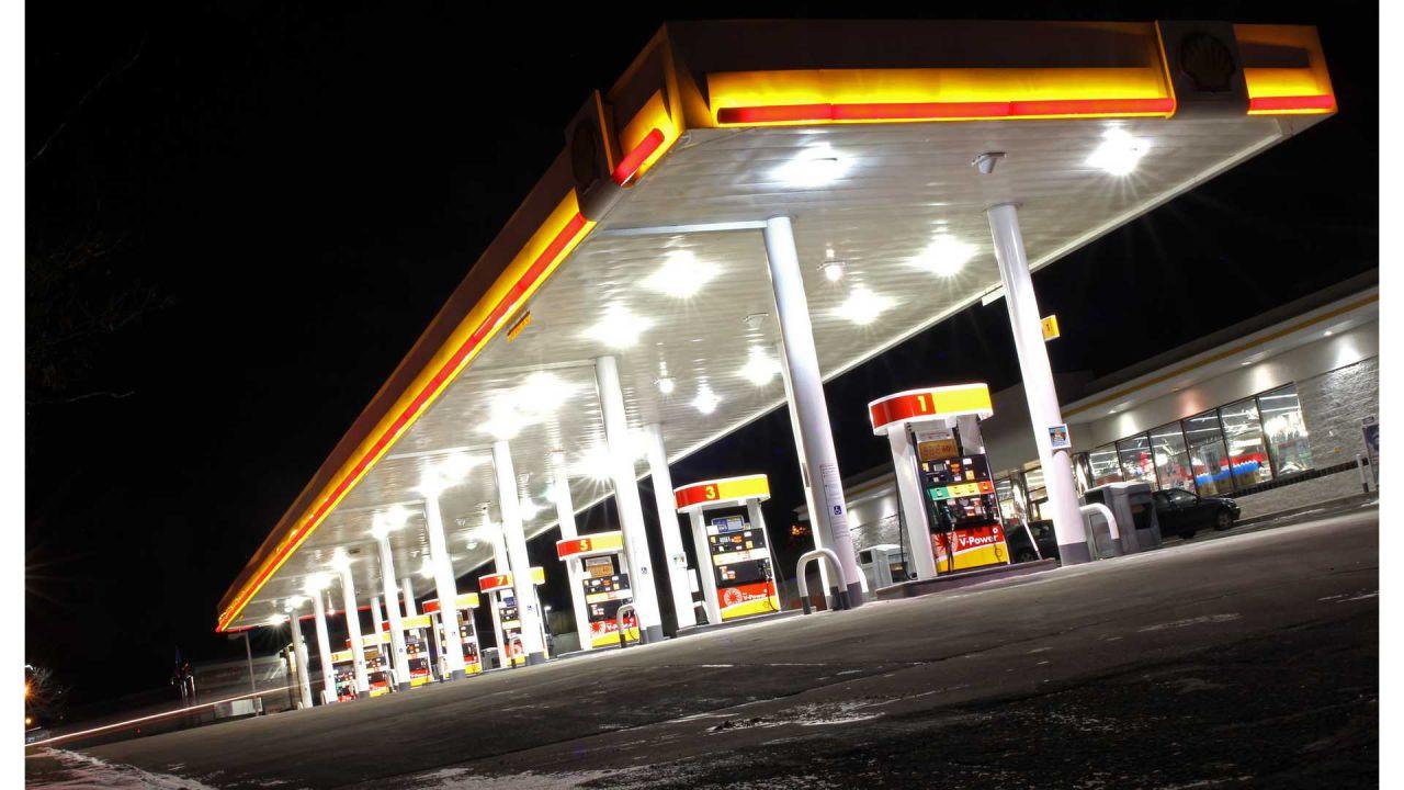 In Germania le pompe di benzina dovranno essere dotate di colonnine per EV